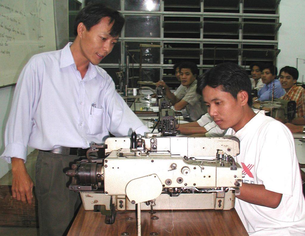 hoc-sua-may1-1024x793 Tham khảo nội dung khóa học sửa Chữa máy may công nghiệp